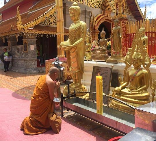 Doi Suthep-Tempel mit Meo Doi Pui Dorf