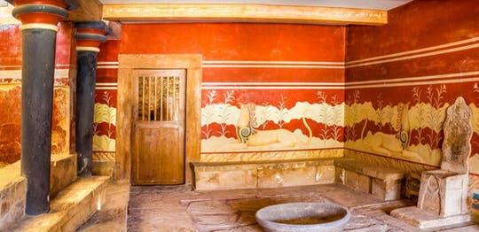 Tour of Knossos Palace and Heraklion museum from Chania