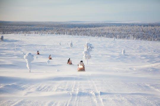 Safari extendido en motonieve en la Laponia finlandesa