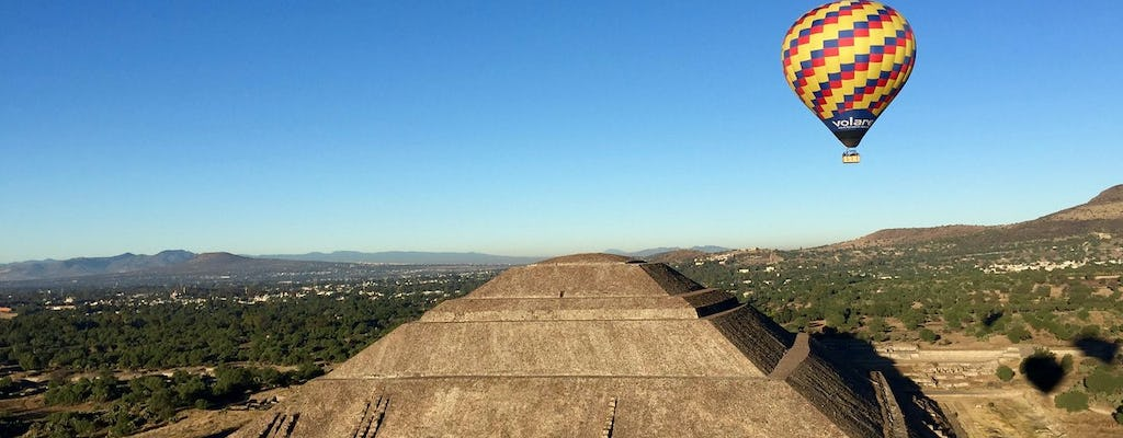 Traditional hot air balloon trip in Teotihuacán with optional round trip transportation