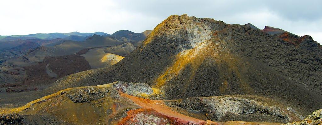 Tour a pie por el volcán Sierra Negra en la isla Isabela