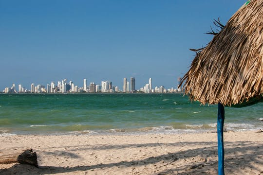 Excursão de dia inteiro ao Bomba Beach Club na Ilha Tierra Bomba