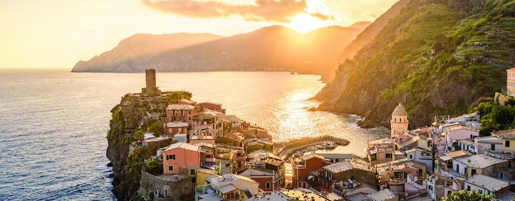 Kajaktocht bij zonsondergang met typisch aperitief uit Monterosso