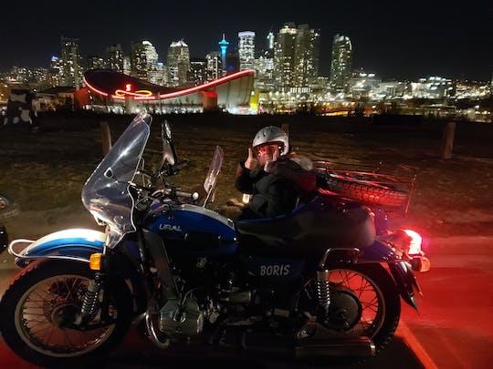 Przerażająca wycieczka z duchami po Calgary w zabytkowym motocyklu z przyczepą boczną
