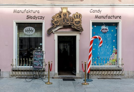 Krakow family-friendly historical walking tour with Sweet Factory ticket