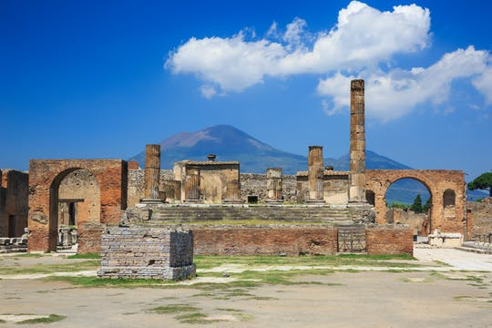 Pompeii and Vesuvius tour from Naples with pizza lunch