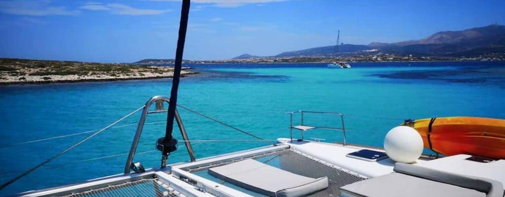 Crucero semiprivado en catamarán de día completo en Paros, Antiparos y Despotiko
