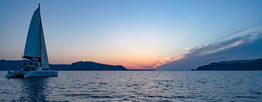 Crociera privata al tramonto a Santorini