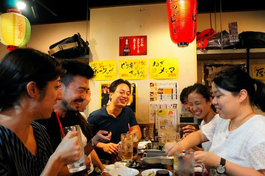 Tokyo Shinjuku guided tour with drinks and snacks