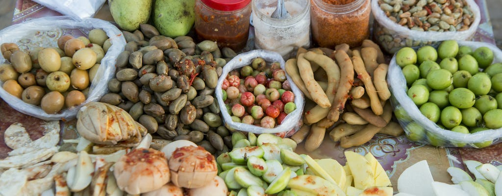 Phnom Penh street food by night guided tour