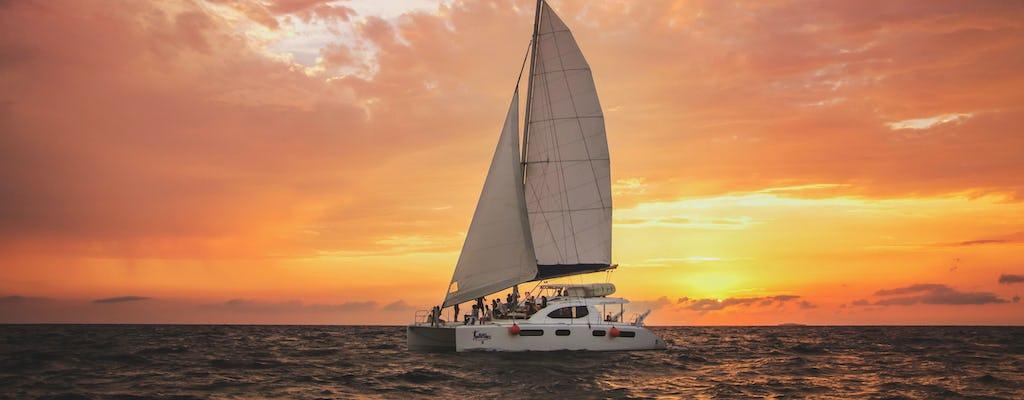 Passeio de luxo à vela ao pôr do sol de Cancún e Riviera Maya
