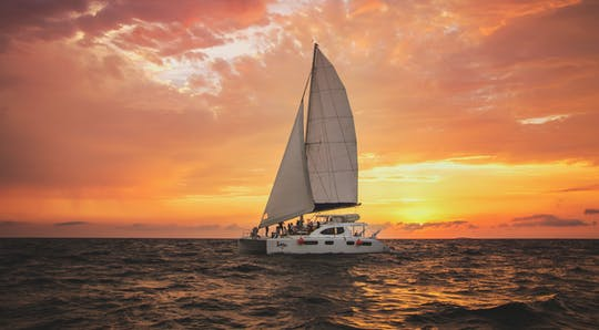 Luxury sunset sailing tour from Cancun and Riviera Maya