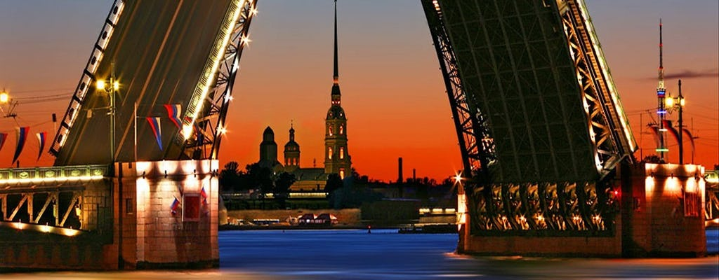 Nocny rejs pod mostami zwodzonymi Sankt Petersburga