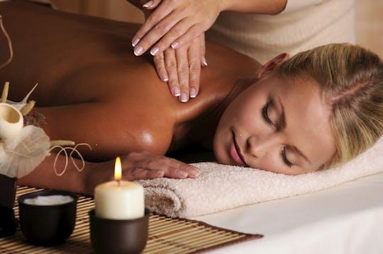 Tradycyjny peeling i masaż olejkiem w Artemis Hamam and Spa