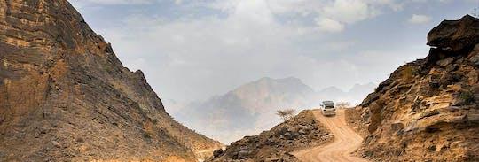Guida fuoristrada di Wadi Shab, trekking leggero e esperienza di nuoto
