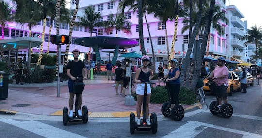 Tour nocturno panorámico en scooter con autoequilibrio por South Beach