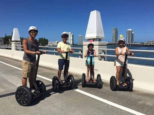 Excursão privada de scooter autobalanceada em South Beach ao nascer do sol