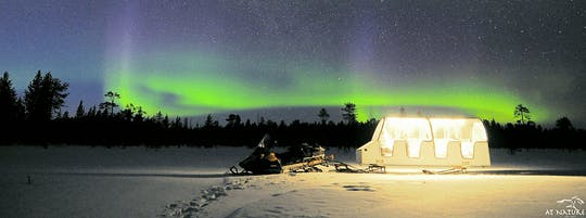 Aurora-avontuur met een rit met een glazen slee