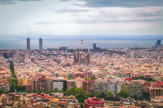 Helicopter ride, walking tour and sailboat trip in Barcelona