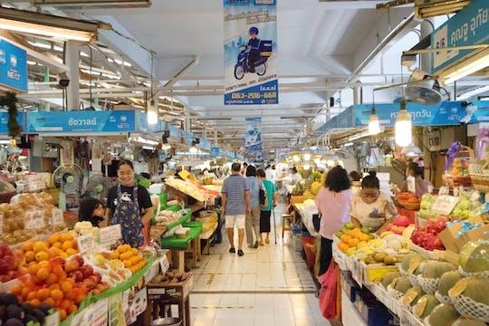 Rundgang auf dem Tor Kor Markt
