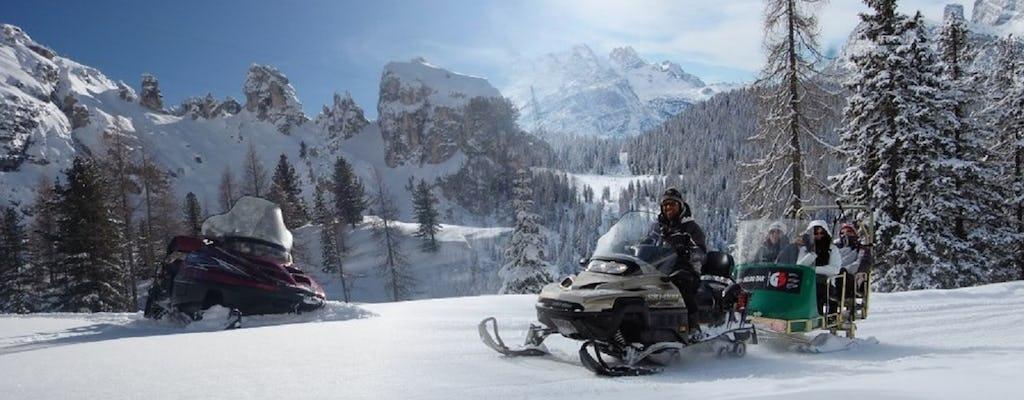 'The Great Dolomites Road' com passeio privado em moto de neve e trenó