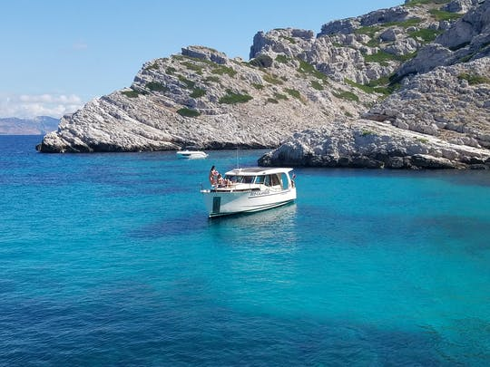 Full-day eco-friendly boat tour of the Calanques National Park