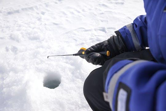 Safari en motonieve con experiencia de pesca en hielo