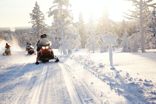 Ekspresowe safari skuterem śnieżnym po pustkowiach Laponii