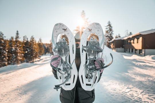 Haz senderismo con raquetas de nieve en la Laponia finlandesa