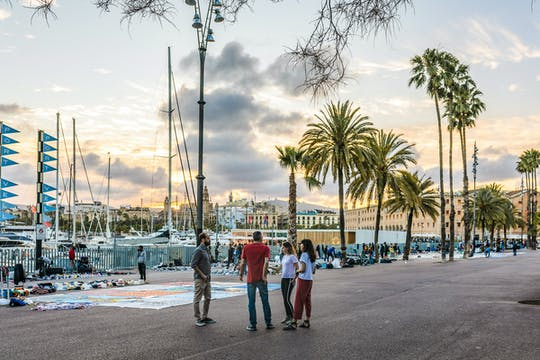 Enjoy a personalized half-day tour in Barcelona with a local