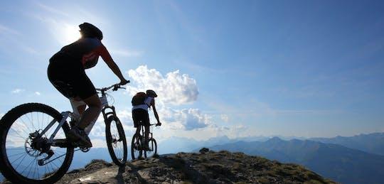 Passeio de mountain bike no Monte. Etna
