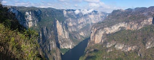 Wycieczka z przewodnikiem po kanionie Sumidero z lotniska lub hotelu Tuxtla Gutiérrez