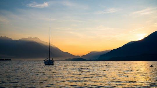 Doświadczenie żeglarskie o zachodzie słońca na jeziorze Como z Aperitivo