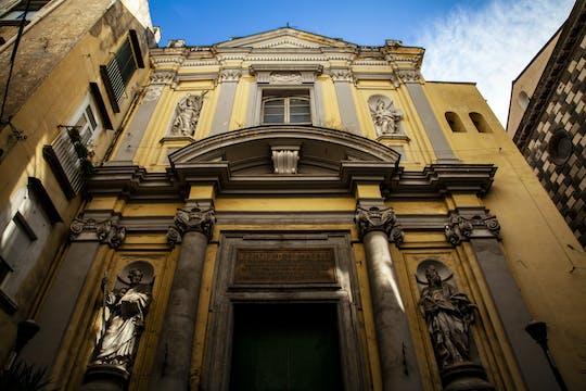 Tour de arte medieval en seda en la Iglesia de los Santos Felipe y Santiago
