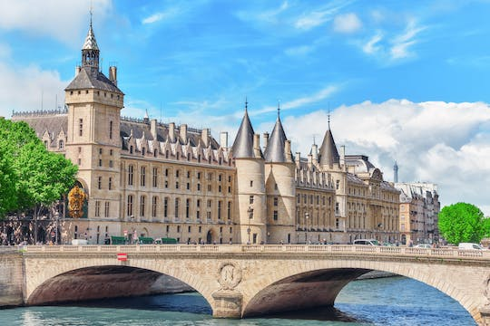 Combo tickets for Eiffel Tower, Sainte Chapelle, Conciergerie and Seine river cruise