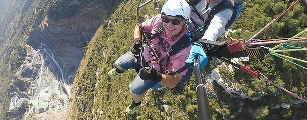 Experiência de parapente nas montanhas Mussara
