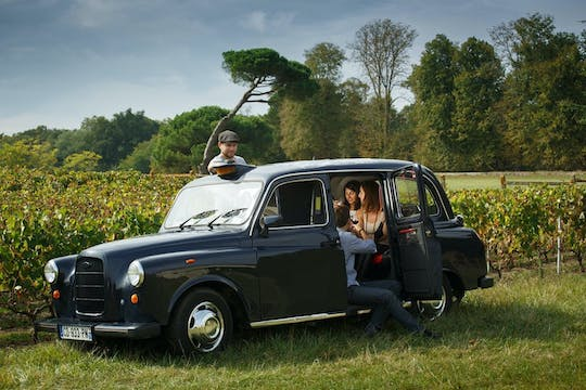 Wine tour and Saint-Emilion village aboard an English cab