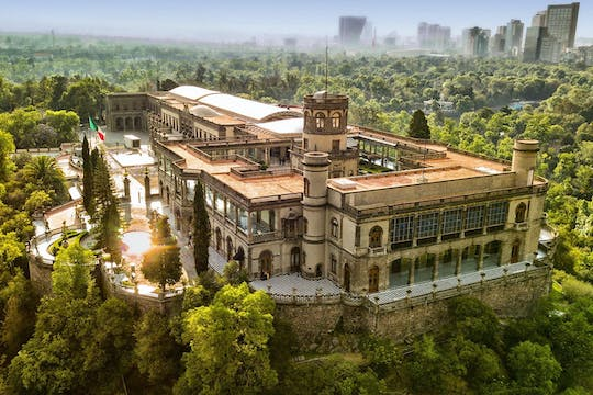 Chapultepec guided tour with castle and zoo