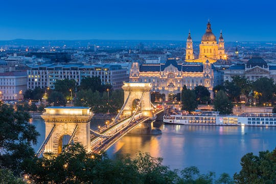 Buda Castle walking tour and Budapest evening river cruise