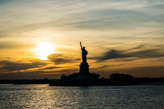 Crociera al tramonto della Statua della Libertà e di Ellis Island