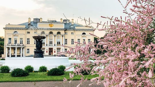 Self-guided photo walking tour in Gorky park