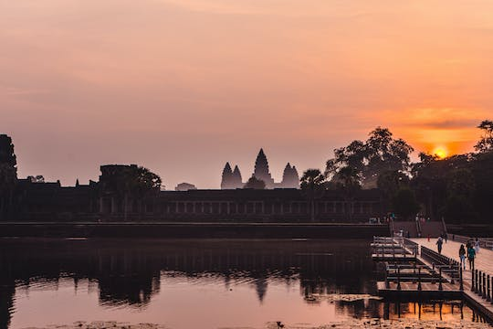 Sunrise at Angkor Wat and Angkor complex discovery by 4x4
