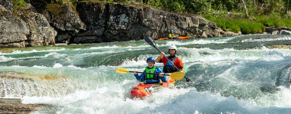 Expérience de kayak en tandem sur une rivière d'eau vive