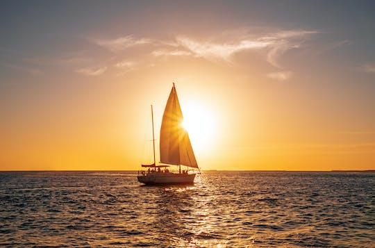 Experiencia en velero al atardecer en el lago de Garda con aperitivo