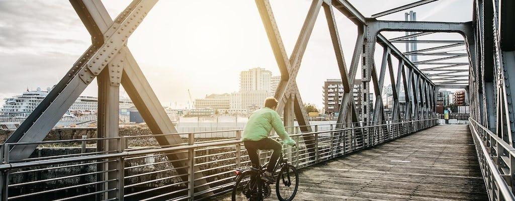 Passeio privado de bicicleta guiado por lugares misteriosos de Hamburgo