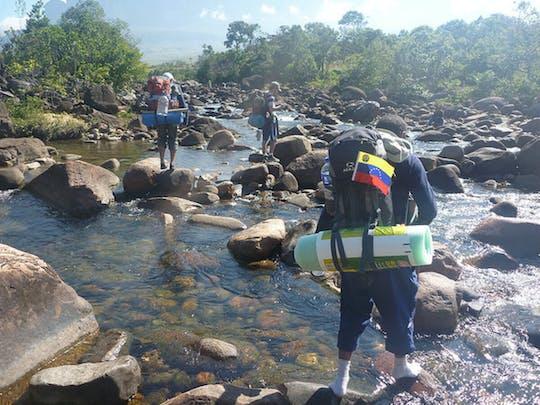 Randonnée d'une demi-journée en cascade et canyoning sur l'île d'Iriomote