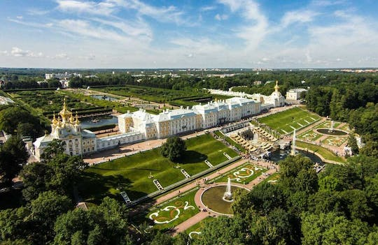 Peterhof private tour with scenic ride by hydrofoil