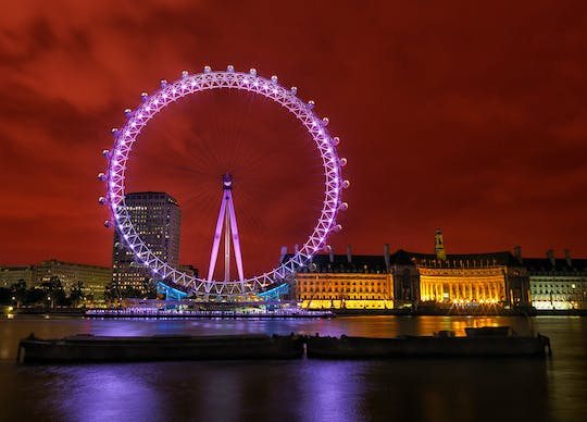 Private photography tour through London the city of lights