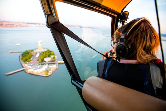 Private NYC helicopter tour from Westchester (4-5 People)