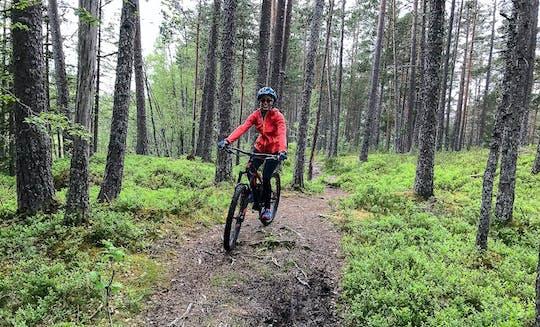 Experiência de mountain bike pela floresta de Voss
